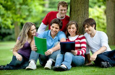 Khung cảnh học tập theo nhóm ở đại hộc Mỹ
