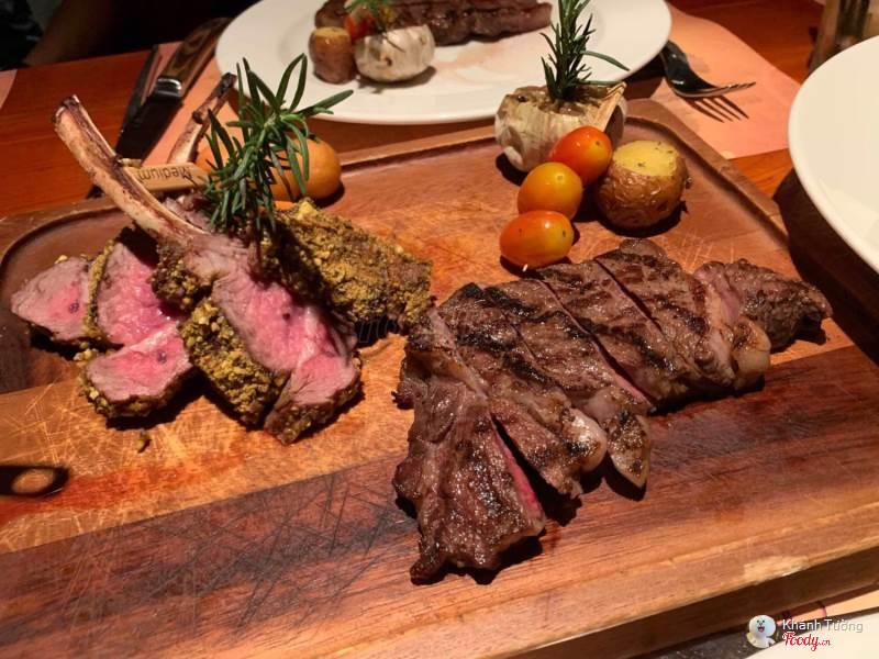 Không gian tại Nhà hàng Moo Beef Steak