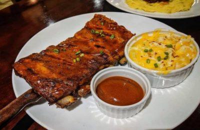 The Wagon Wheel Saigon nổi tiếng với beefsteak, ribs cùng nhiều món ăn hấp dẫn khác
