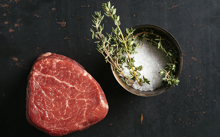 Gia vị sẽ là yếu tố thổi hồn cho món steak của bạn