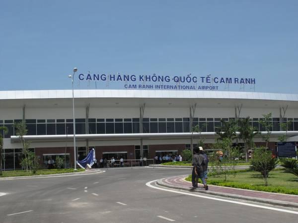 Cảng hàng không quốc tế Cam Ranh.
