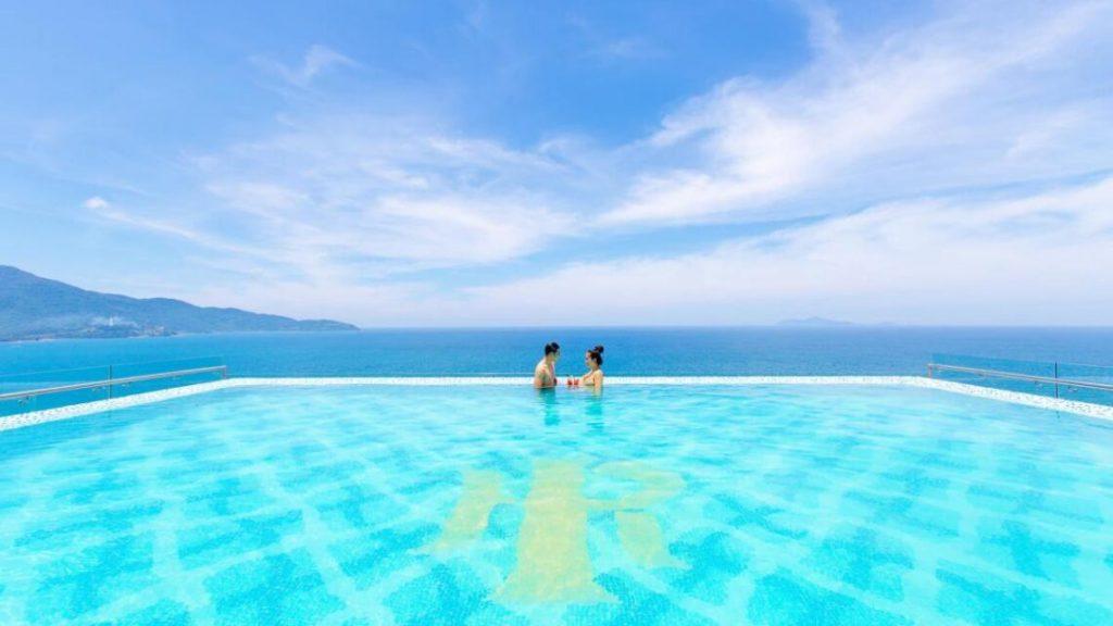 Check in hồ bơi vô cực Nha Trang